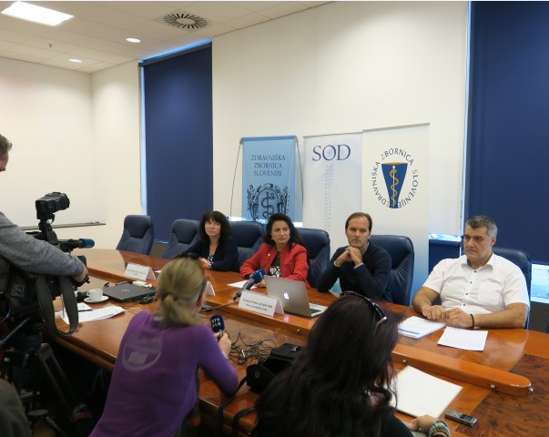 Z leve: Martina Mikac Cankar, dr. dent. med., Sanda Lah Kravanja, dr. dent. med., Krunoslav Pavlović, dr. dent. med., in Saša Savić, dr. dent. med.